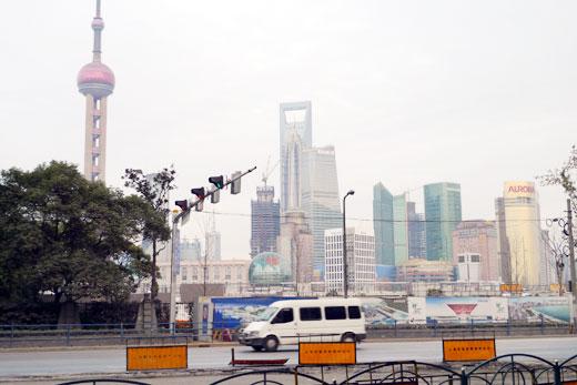 外灘(バンド)側から見た金茂大厦(ジンマオタワー)と上海環球金融中心(ワールドファイナンシャルセンター)