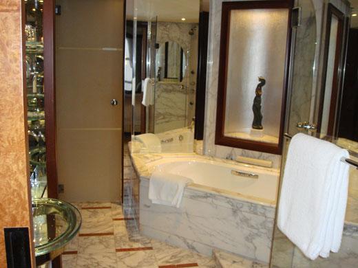 グランドハイアット上海のバスルーム内部