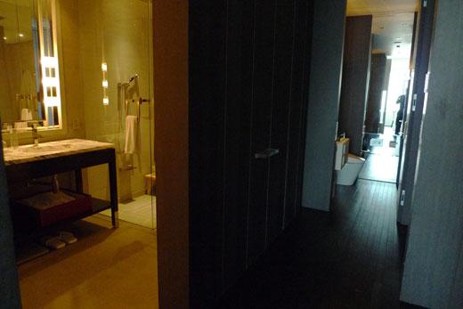 パークハイアット上海の出入り口と部屋を結ぶ廊下