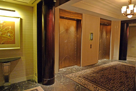 ザ・ペニンシュラ上海のエレベーターホール