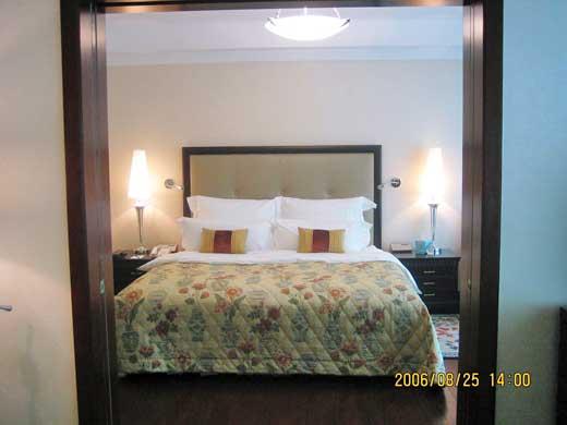 ラッフルズ北京ホテルの独立したベッドルーム