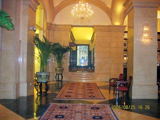 ラッフルズ北京ホテルのコンシェルジュ・ベルカウンター