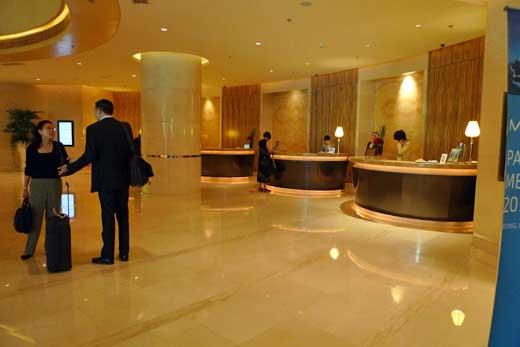 JWマリオットホテル北京のレセプションカウンター
