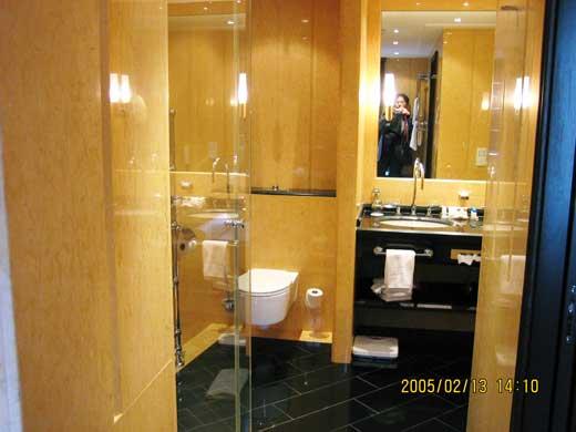 トイレとパウダールーム