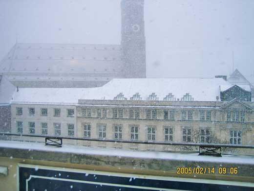 テラスから眺めた雪のミュンヘン