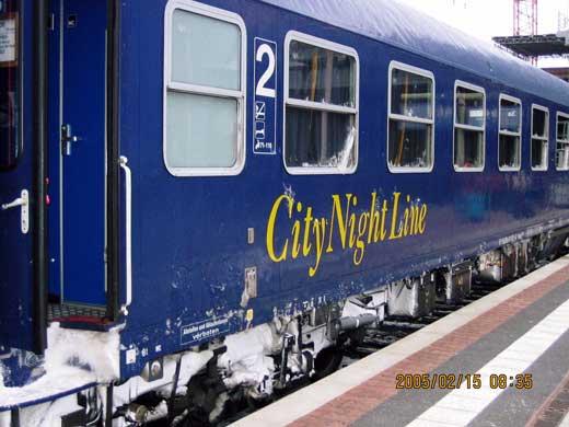 「City Night Line」 のロゴが付いた車両