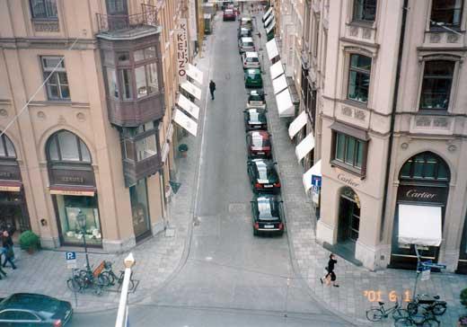 部屋から見た通りの俯瞰