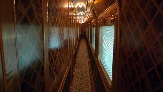 客車内廊下の様子