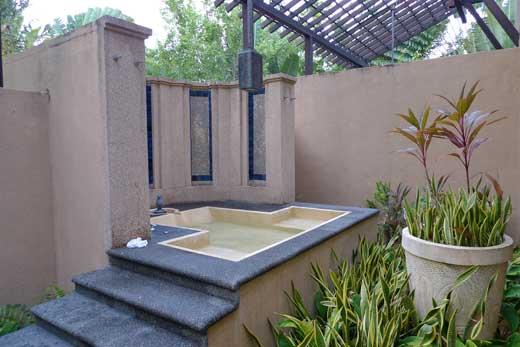 裏庭にある露天風呂