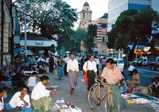 ヤンゴンの街の様子