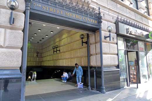 7thストリート/メトロセンター駅の出入り口